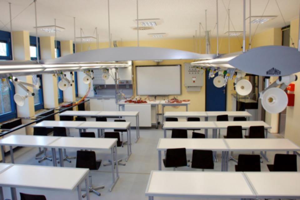 Wir haben neue Fachräume für Chemie und Biologie-0